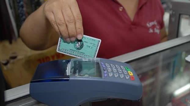 Las utilidades de las emisoras de tarjetas de crédito en Ecuador disminuyen