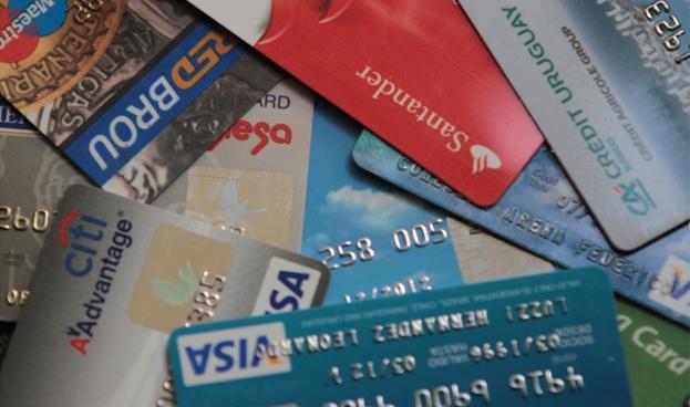 Uruguay: prevén rebaja de IVA para compras con tarjetas en 2014