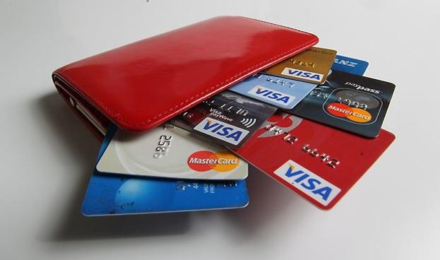 Costa Rica podría limitar interés en tarjetas de crédito