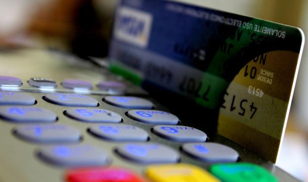 Aumentar el uso de las tarjetas permitiría reducir la economía sumergida en un 5%