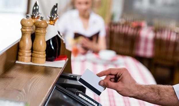 En Buenos Aires solo el 7% de los restaurants acepta tarjetas de debito y crédito