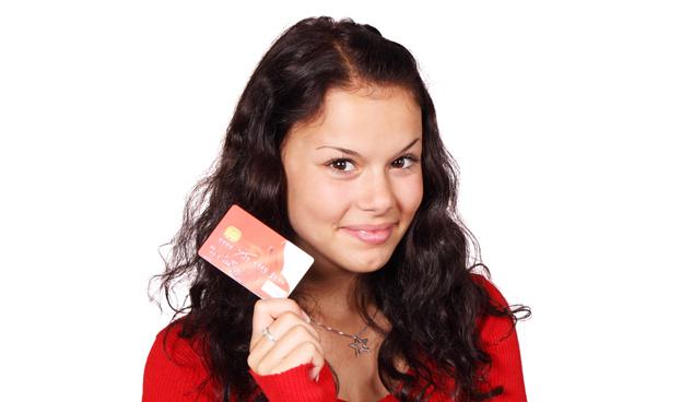 Gobierno venezolano entregará tarjetas de crédito a jóvenes