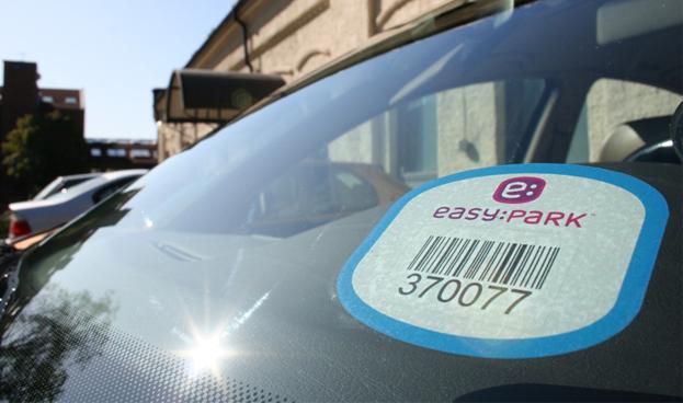 Los conductores españoles ya pueden pagar el parking con PayPal
