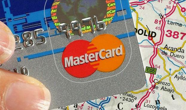 En España crece el uso de tarjetas de débito pero cae el gasto medio