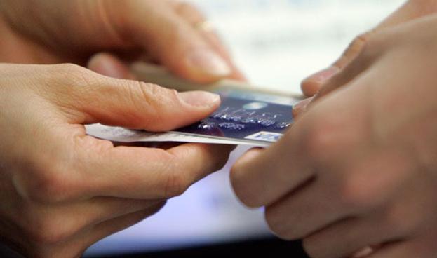 En México treinta de cada 100 prestan su tarjeta de crédito