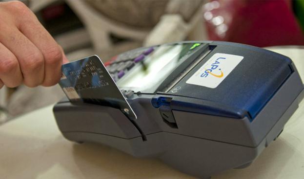 Argentina: En primera semana del recargo del 35%, cayeron compras en dólares con tarjeta