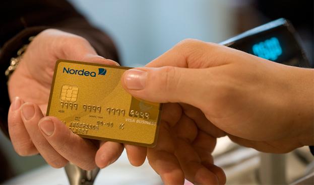 Comisión del Parlamento Europeo apoya limitar la comisión interbancaria en pagos con tarjeta