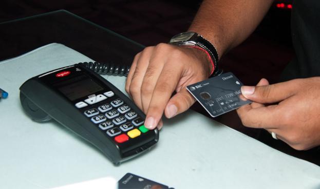 En El Salvador circulan 650 mil tarjetas de crédito