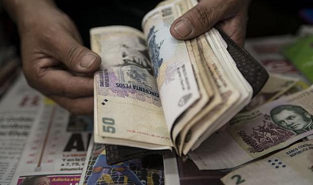 Cada vez menos negocios en Argentina reciben tarjetas de crédito y de débito