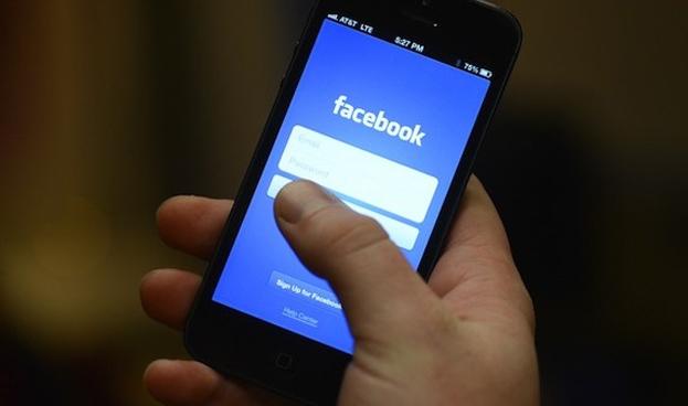 Facebook podría lanzar un sistema de pago móvil