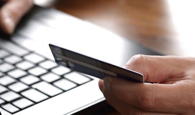 El 55% de los españoles compró por Internet en 2013, un 8% más