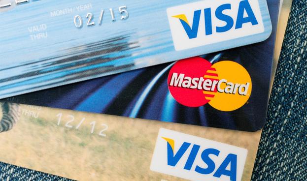 Visa y MasterCard consideran abandonar el mercado ruso a raíz de nuevas normas