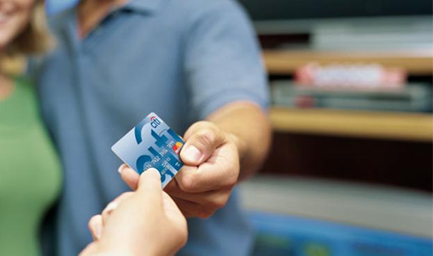Crédito consumidor EEUU sube ante incremento en el uso de tarjetas