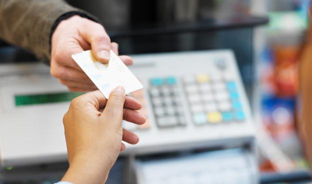 Costarricenses pagarán cada vez menos con efectivo