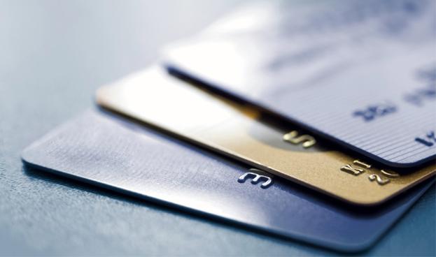 Lujo en su forma más pura: tarjetas hechas de metales preciosos