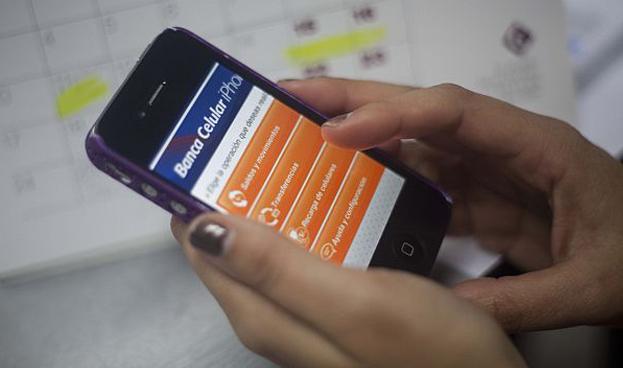 Lo peruanos de entre 24 y 39 años prefieren realizar sus operaciones bancarias por teléfono