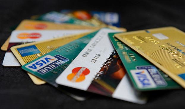 Los bancos españoles recibirán 400 millones de euros menos por pagos con tarjetas
