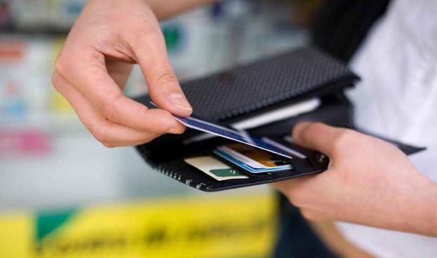 En Uruguay la rebaja del IVA sustituyó efectivo por débito, sin caída en crédito