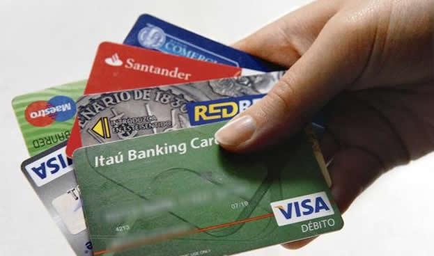 Uruguay: compras con tarjetas de crédito se estancan y crece el uso del débito