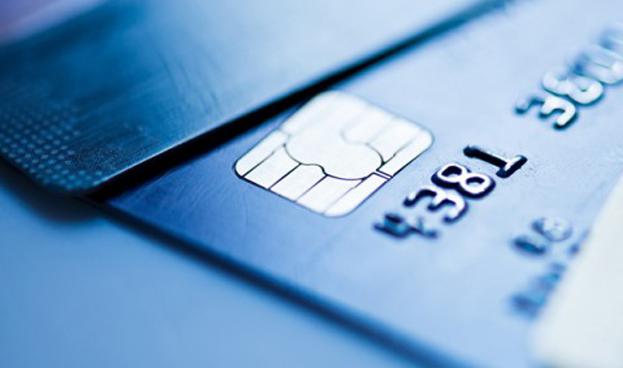 Obama ordena que las tarjetas de crédito del estadounidense posean un chip y código PIN