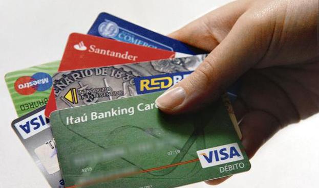 En Uruguay las compras con débito se triplicaron, pero no se demandan más tarjetas
