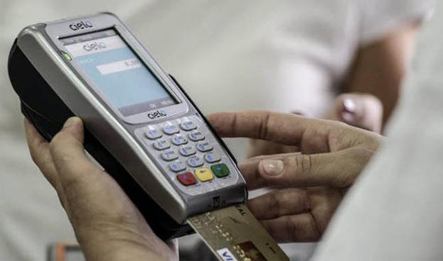 Emisores de tarjetas en Brasil van por unificación de redes de pago