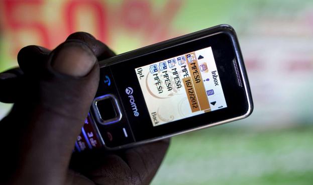 Celulares promueven acceso financiero en África y América Latina