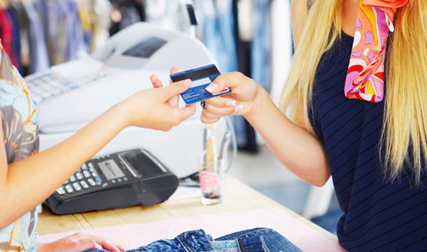 Bancos paraguayos facturaron USD 84 millones por comisiones de tarjetas de crédito