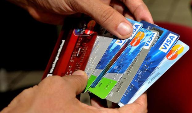 Visa y MasterCard se asocian con proveedores de pagos móviles en África