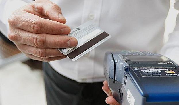 En Colombia solo se pagan con tarjeta de crédito, 12 de cada 100 pesos en compras