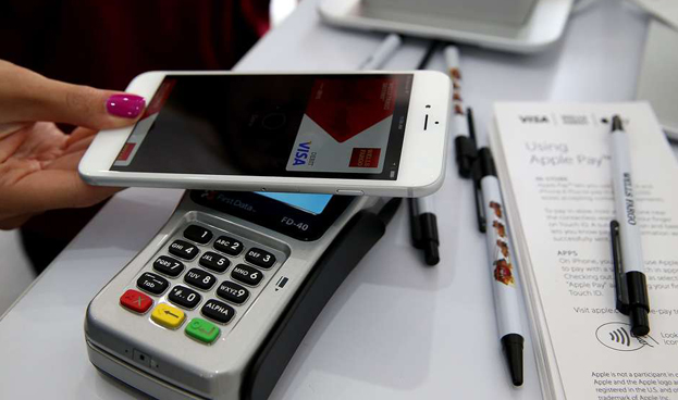 Los pagos móviles a través de servicios como Apple Pay son una realidad lejana para Colombia