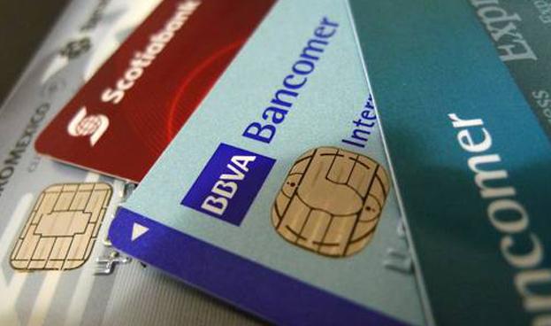 Bancos mexicanos colocan 424 mil tarjetas de crédito menos