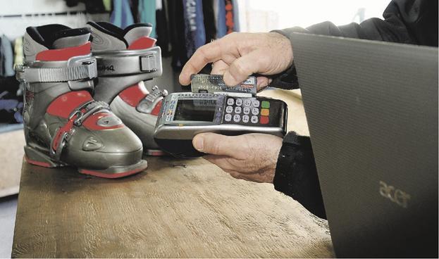 Ecuador: El consumo con tarjetas de crédito aumentó en $64 millones entre junio y agosto