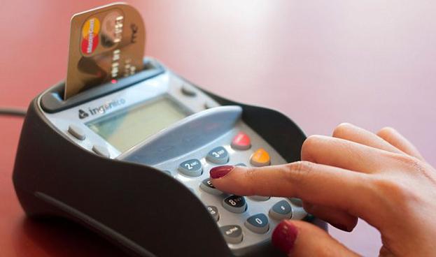 Leve caída en consumo con tarjetas de crédito y débito en Colombia