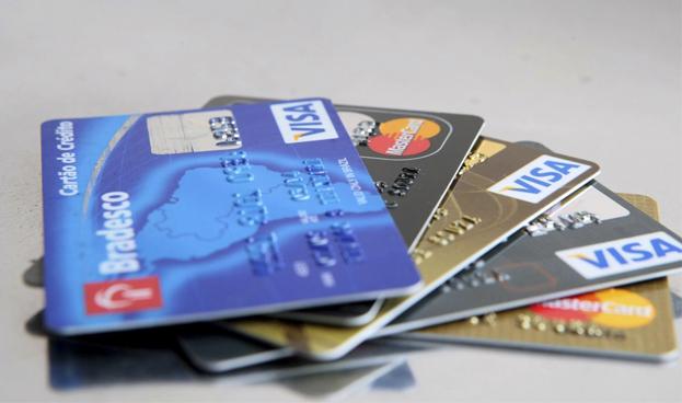 Intereses de las tarjetas de crédito en Brasil alcanzan el 431,4 % anual