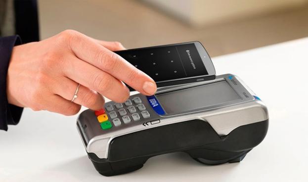 Uno de cada diez españoles utiliza el móvil para pagar en tiendas físicas