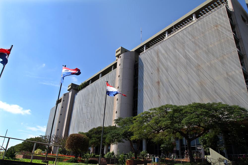 Banco Central de Paraguay puso tope del 5% a la comisión por compras con tarjetas de crédito