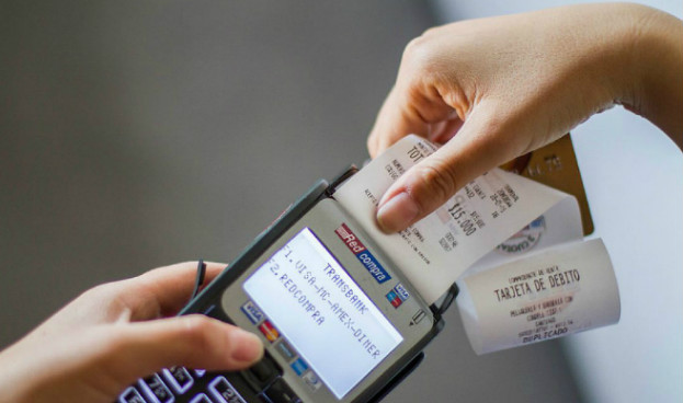 Chile: Transbank rebajará comisión que cobra al comercio por uso de tarjetas de débito