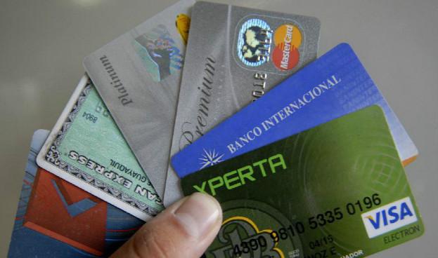 Ecuador: se fomentará el dinero electrónico y tarjetas de crédito