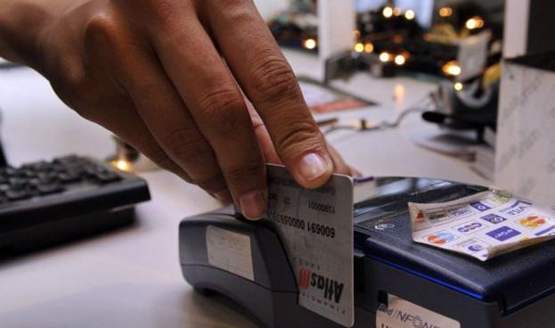Bancos paraguayos registran caída del 50% con la Ley de Tarjetas
