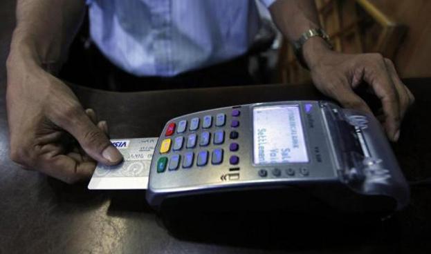 Comerciantes argentinos reclaman por la comisión que cobran las tarjetas de crédito