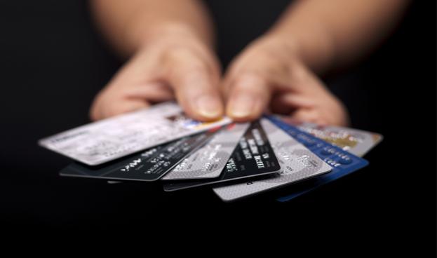 El Presidente hondureño pide a diputados revisar sistema de tarjetas de crédito