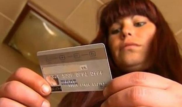 En Ecuador se reducen los gastos a través de tarjetas de crédito