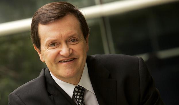 El reto, bancarizar a la gente para que pague impuestos: José María Zas