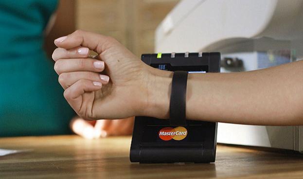 Bancolombia lanzará en 2017 pulseras para pago sin contacto