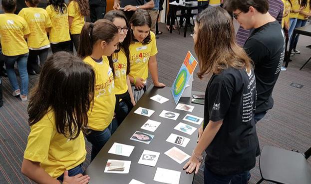 Mastercard llevó el programa Girls4Tech a Brasil para despertar el interés de las jóvenes por la tecnología