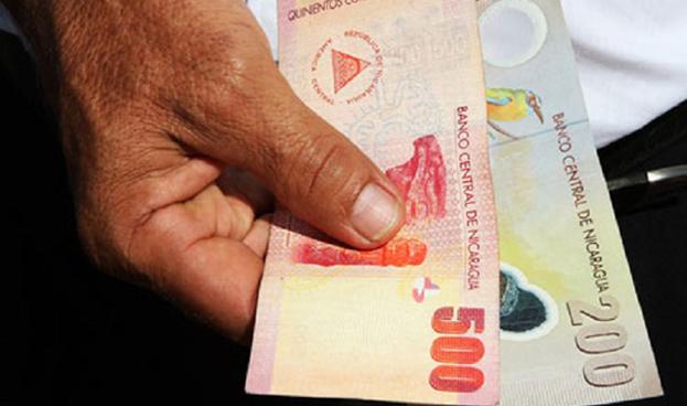 Mayoría de nicaragüenses paga en efectivo en vez de usar tarjeta