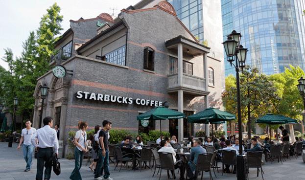 Starbucks agiliza ventas en China con pagos a través de WeChat