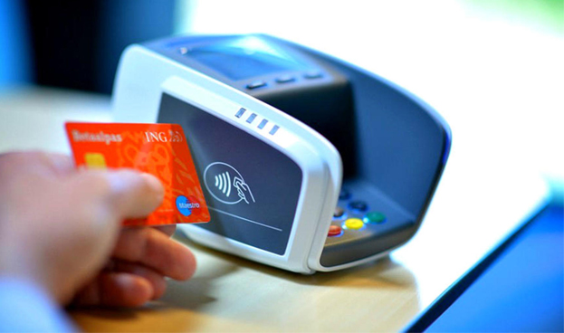 El 67,6 % de los españoles tiene una tarjeta de débito, según Mastercard