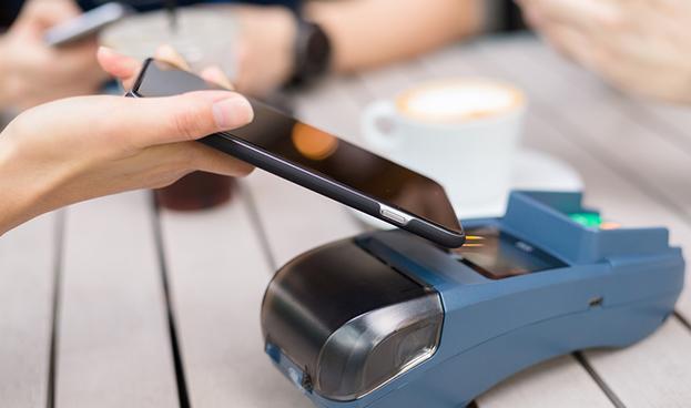 Internautas bancarizados creen que el celular sustituirá al dinero en efectivo
